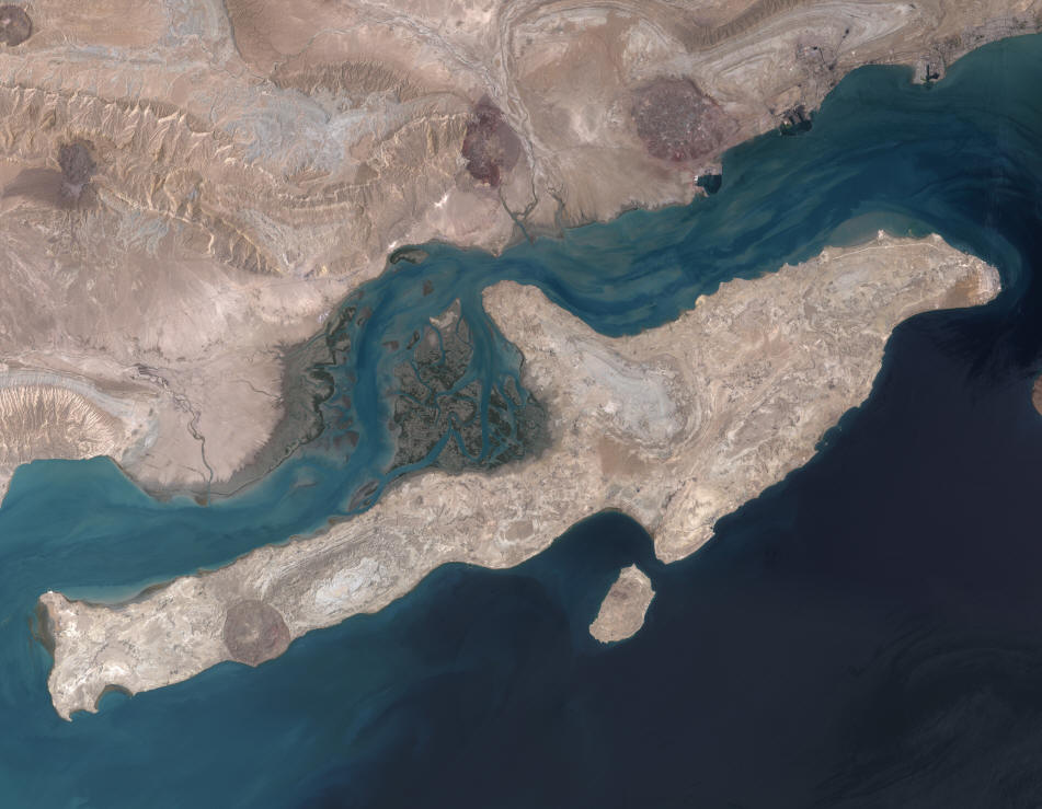 Qeshm Island and adjacent coast including the Mehran and Kul rivers (left and centre) (NASA and Wikimedia Commons).