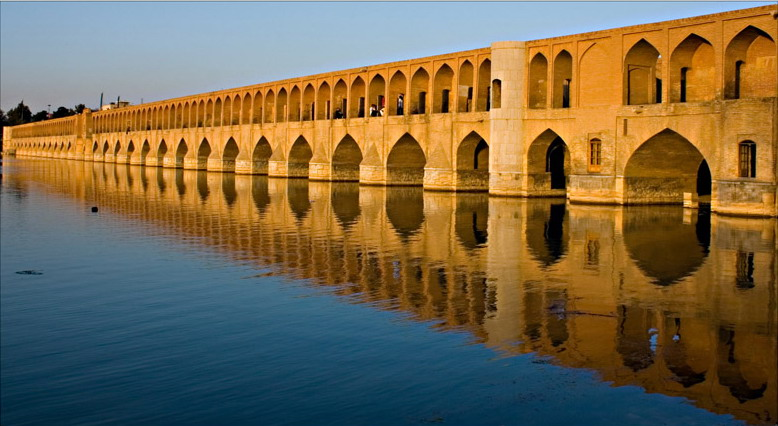 Zayandeh River at Si-o-Se Pol (Photo by Farokh Behmardi from Wikimedia Commons).